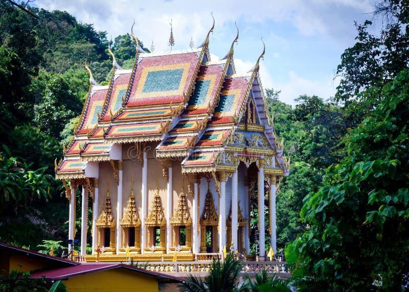 A construção principal do complexo do templo de Wat Khao Rang na cidade de Phuket fotografia de stock royalty free