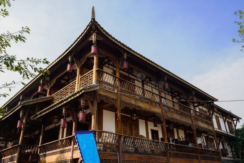 Construção quadro envelhecida da madeira chinesa no meio-dia ensolarado do inverno imagens de stock royalty free