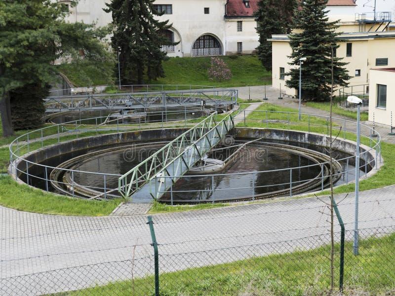 Construção realística do tratamento da água, purificador da bactéria Grupo industrial do líquido de limpeza da química imagem de stock