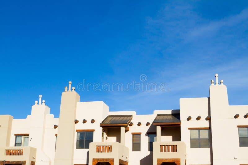 Construção residencial do condomínio do apartamento do sudoeste imagens de stock royalty free
