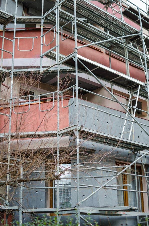 Construção sob a reconstrução Isolação da parede estruturas do metal para o reparo e as obras imagens de stock royalty free