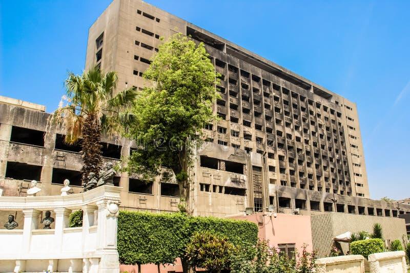 A construção usada pelo partido Democrática nacional do presidente sustituído Mubarak imagens de stock royalty free