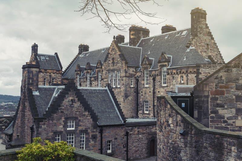 Construção velha do hospital do castelo de Edimburgo dentro do castelo de Edimburgo, atração turística popular da cidade de Edimb imagens de stock royalty free