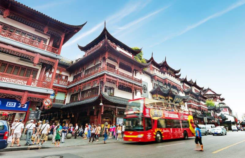 Construção velha do templo do deus da cidade de Shanghai foto de stock