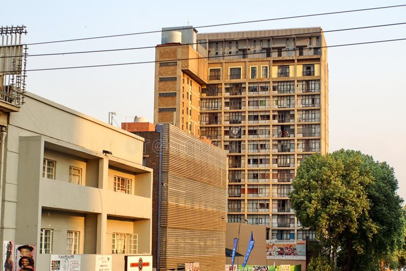 Construções altas da elevação em Joanesburgo do centro fotografia de stock royalty free