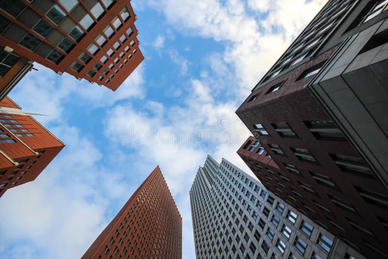 Construções altas do arranha-céus de Haia fotos de stock