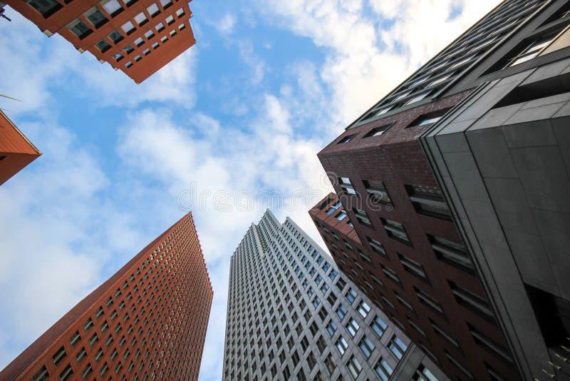 Construções altas do arranha-céus de Haia foto de stock