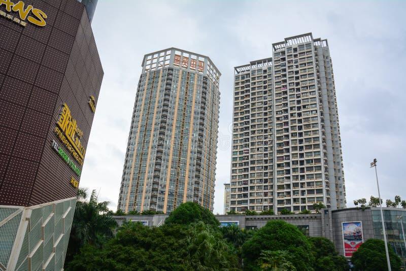 Construções altas na baixa em Kunming, China fotografia de stock
