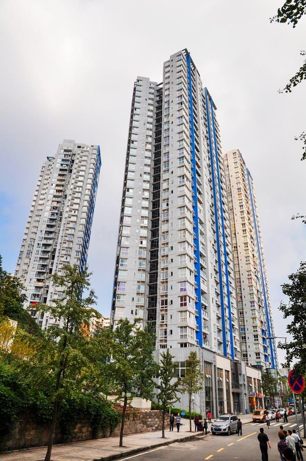 Construções altas na cidade moderna foto de stock