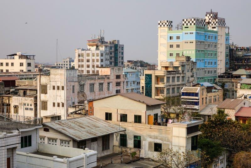 Construções altas situadas em Mandalay, Myanmar foto de stock royalty free