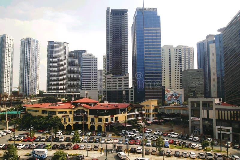 Construções, arranha-céus e shopping dentro de Bonifacio Global City imagem de stock