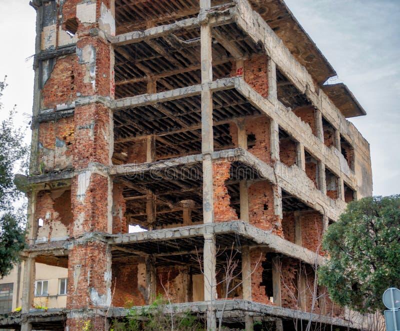 Construções bombardeadas em Mostar Bósnia foto de stock