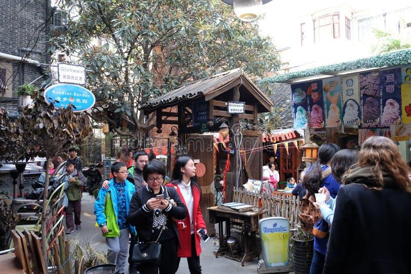 Construções coloniais da era do estilo antigo no distrito de Xintiandi, atração turística famosa em Shanghai fotos de stock royalty free