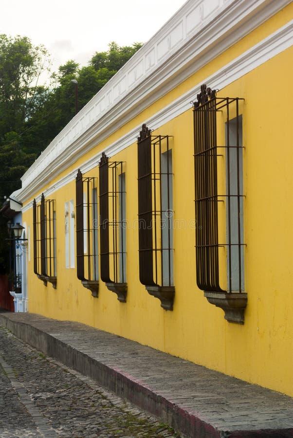 Construções coloniais e ruas cobbled em Antígua, Guatemala, América Central fotografia de stock