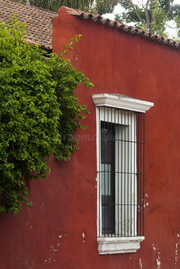 Construções coloniais e ruas cobbled em Antígua, Guatemala, América Central fotografia de stock royalty free