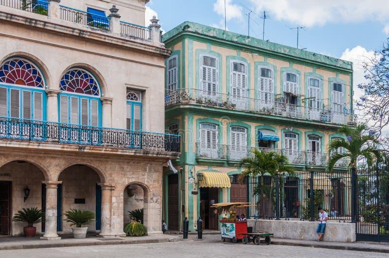 Construções coloniais velhas na plaza Armas, Havana, Cuba fotos de stock royalty free