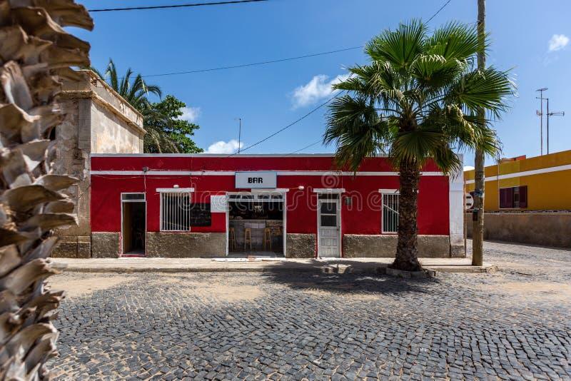 Construções coloridas pequenas em Cabo Verde fotografia de stock