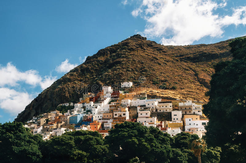 Construções coloridos canário em San Andres, Tenerife fotos de stock