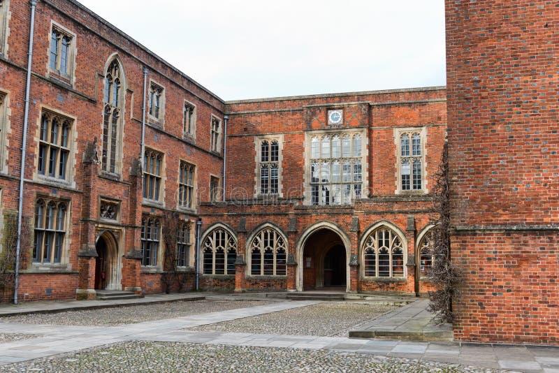 Construções da faculdade na faculdade de Winchester, Reino Unido imagens de stock