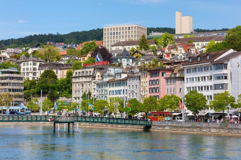 Construções da parte histórica da cidade de Zurique na mola imagens de stock royalty free