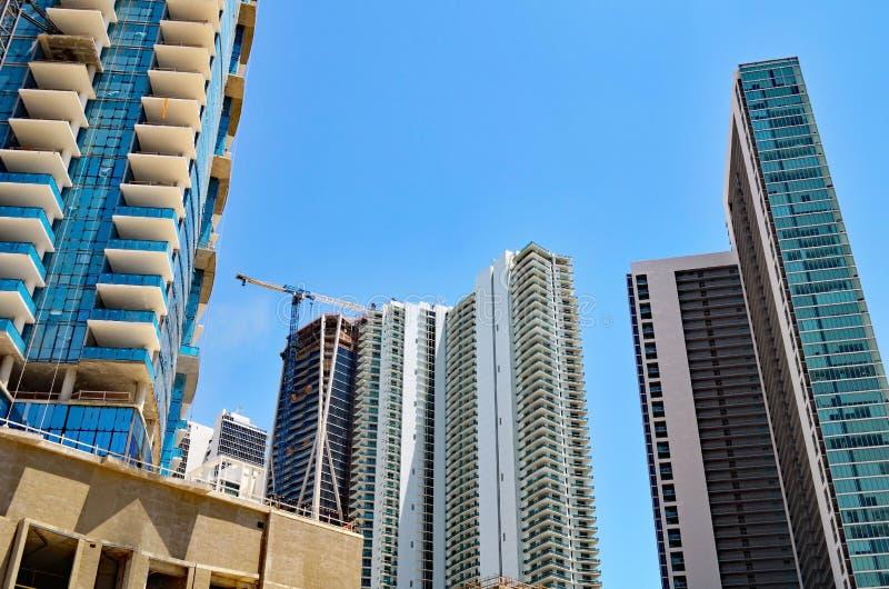 Construções da torre em várias fases de construção fotos de stock royalty free