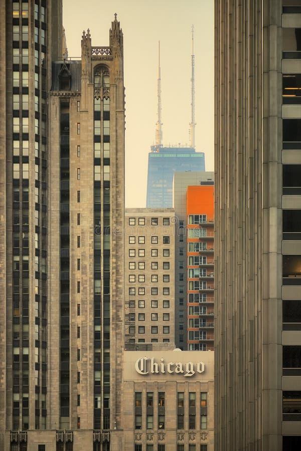 Construções de Chicago-Hancock e de tribuna pelo nascer do sol fotografia de stock