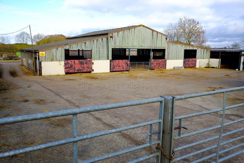 Construções de exploração agrícola para animais imagens de stock