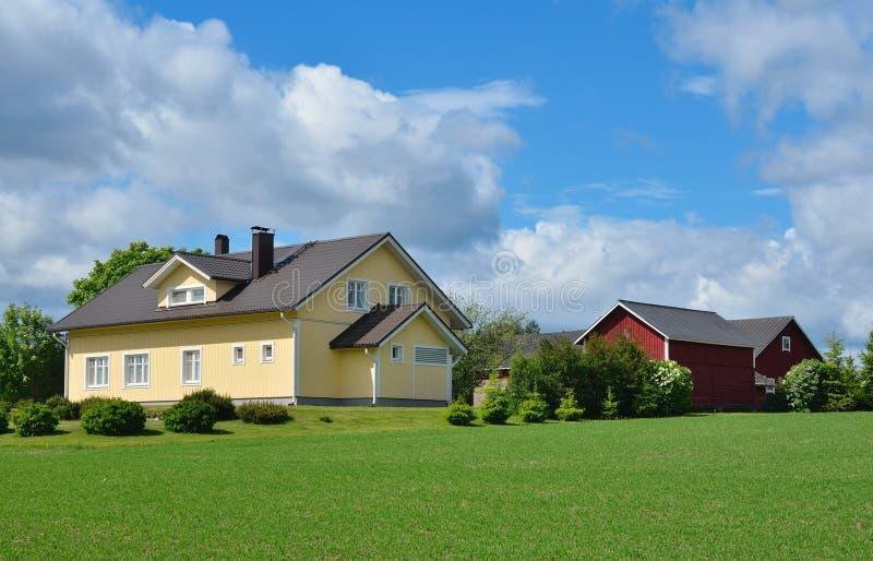 Download Construções Modernas Da Casa De Campo E De Exploração Agrícola Imagem de Stock - Imagem de residential, fazenda: 29834399
