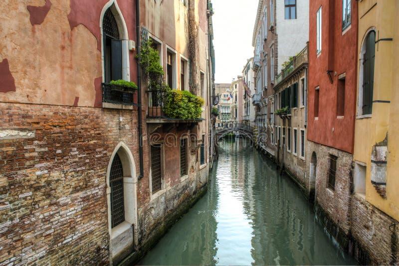 Download Construções Ao Lado De Um Canal, Veneza, Italia Imagem de Stock - Imagem de canal, veneza: 29832055