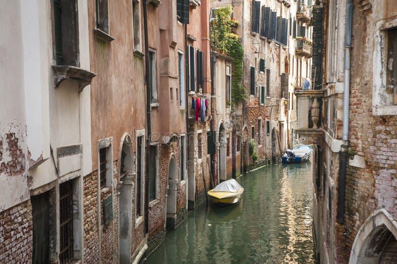 Download Construções Ao Lado De Um Canal, Veneza, Italia Imagem de Stock - Imagem de destinos, urbano: 29832067
