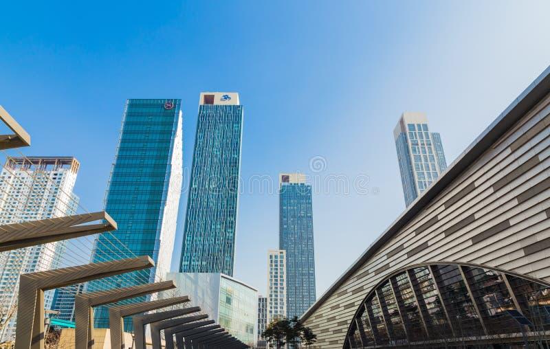 Construções do destaque da opinião da Editoril-perspectiva de SEOUL COREIA 6 de março de 2015 dentro imagens de stock