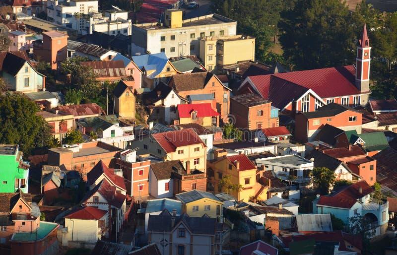 Construções e casas coloridas em Antananarivo, capital fotografia de stock