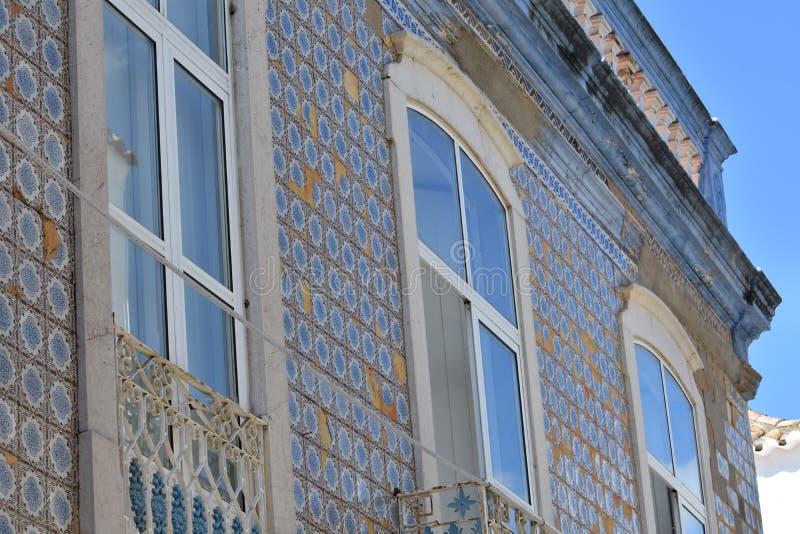 Construções e casas típicas no Algarve, Portugal foto de stock royalty free