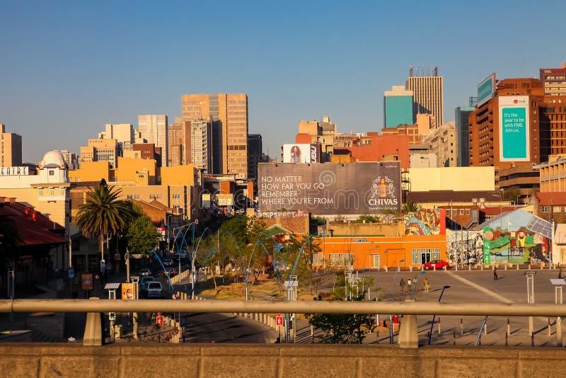Construções e estradas centrais do distrito financeiro de Joanesburgo imagem de stock