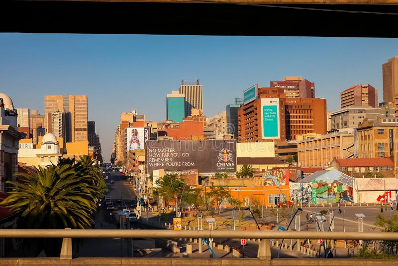 Construções e estradas centrais do distrito financeiro de Joanesburgo imagens de stock royalty free