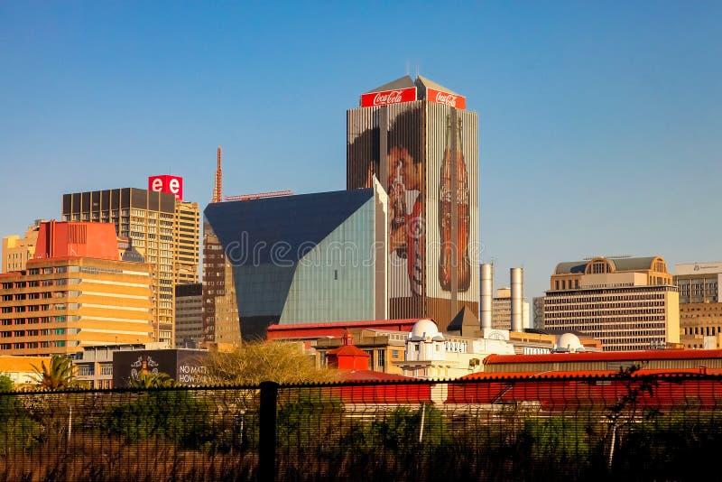 Construções e estradas centrais do distrito financeiro de Joanesburgo imagem de stock royalty free