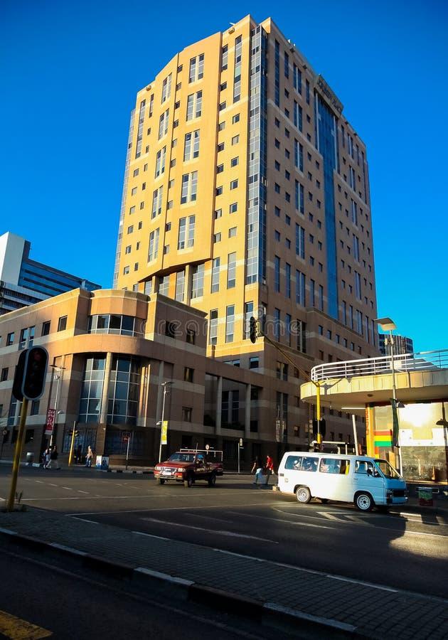 Construções e estradas centrais do distrito financeiro de Joanesburgo foto de stock
