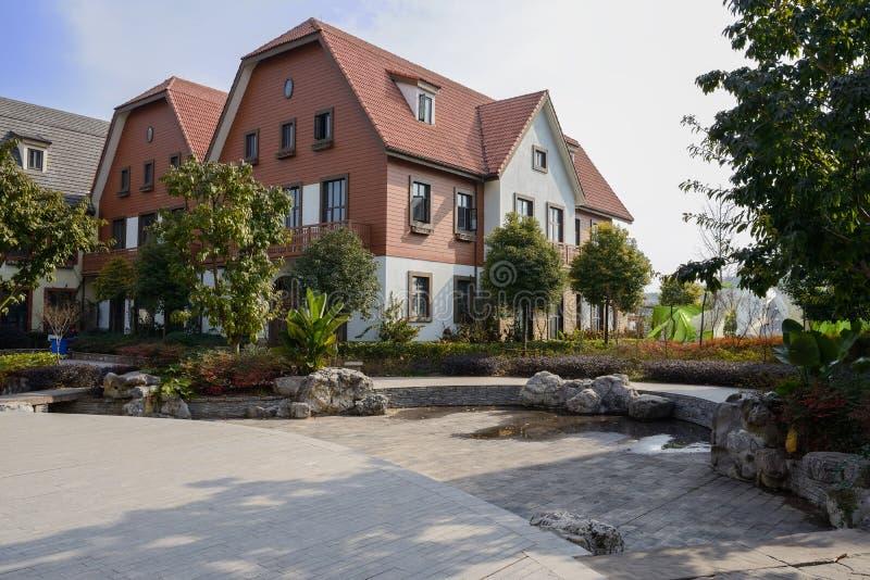 Construções europeias exóticas do estilo no meio-dia ensolarado foto de stock