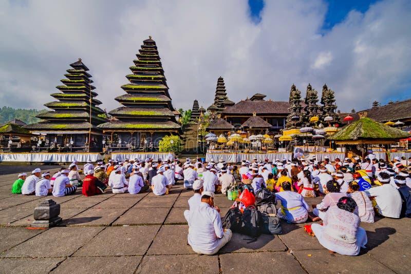 Construções hindu tradicionais no templo de Pura Besakih Bali, Indonésia imagem de stock