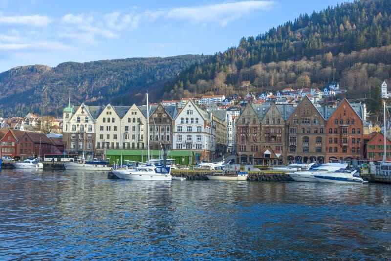 Construções históricas de Bryggen na cidade de Bergen, Noruega fotografia de stock