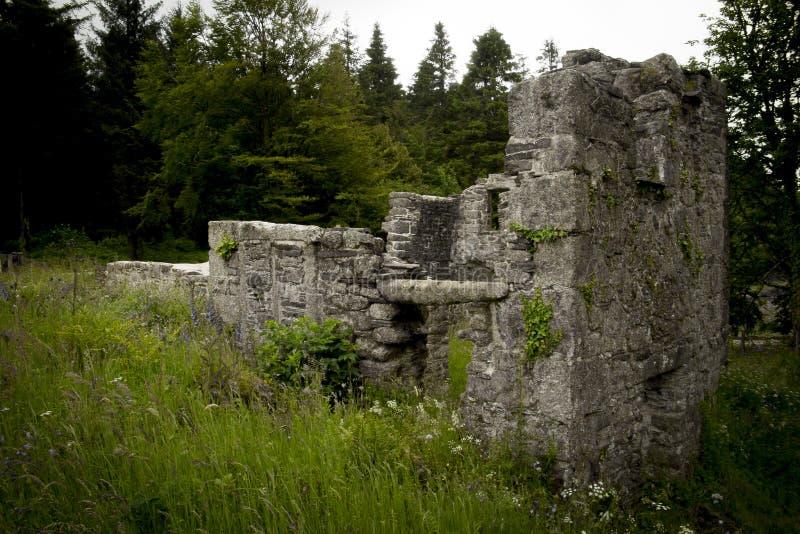 Construções históricas Longstone Manorburrator no reservatório, perto de Yelverton, Devon foto de stock