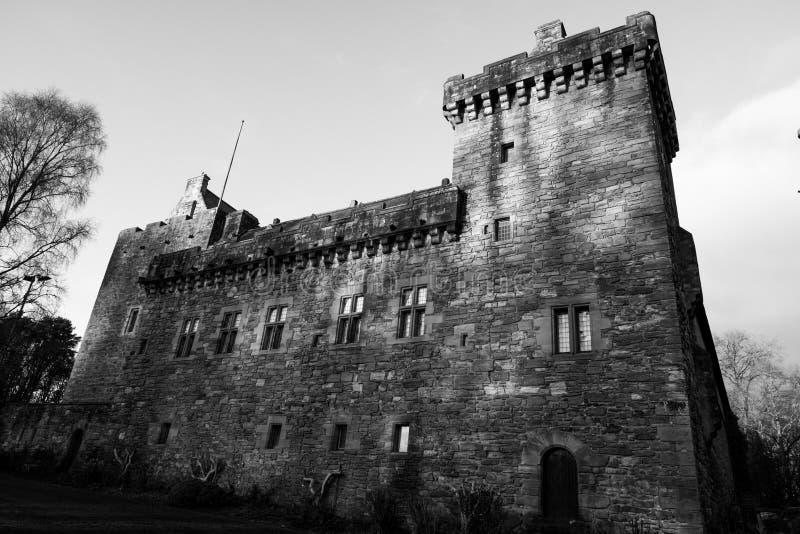 Construções majestosas da torre do castelo do decano no Ayrshire do leste Kilmarn foto de stock