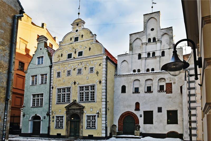 Construções medievais famosas em Riga velho A casa dos três irmãos latvia imagem de stock