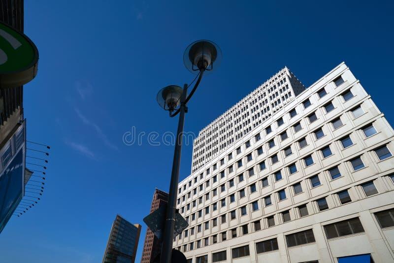 Construções modernas Alemanha do centro da cidade de Berlim imagens de stock