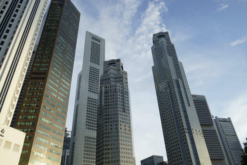 Construções modernas com projeto futurista em Singapura foto de stock royalty free
