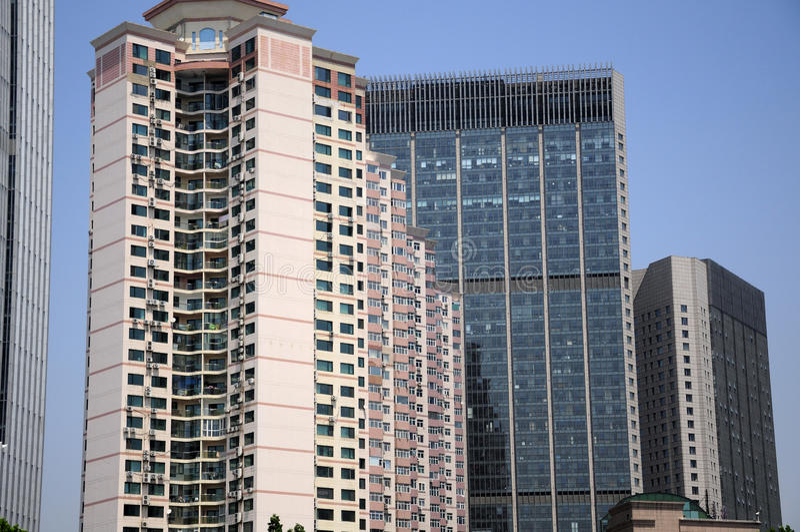 Construções modernas de Qingdao China fotografia de stock