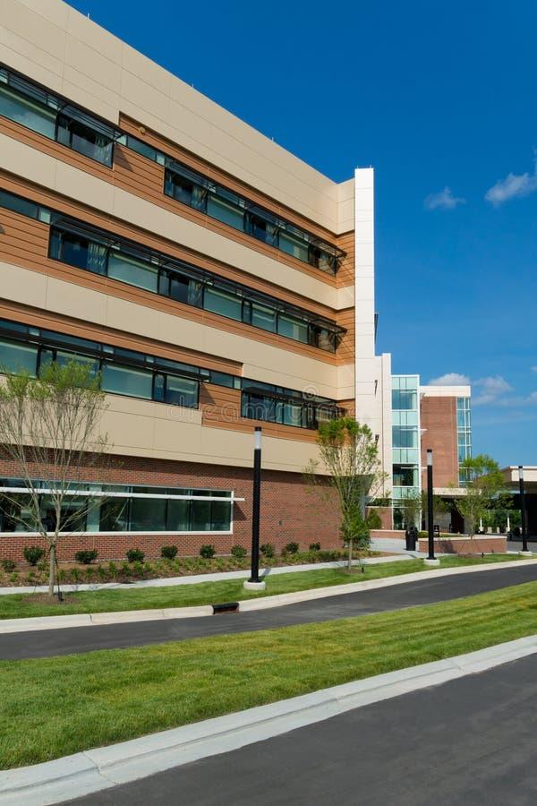 Construções modernas do centro médico fotografia de stock