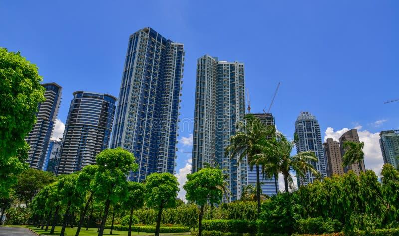 Construções modernas em Manila, Filipinas imagens de stock royalty free