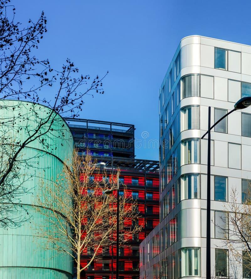 Construções modernas em Strasbourg, combinação de cores diferentes imagens de stock royalty free