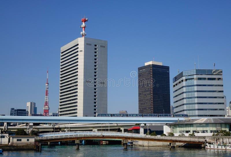 Construções modernas no Tóquio, Japão imagens de stock